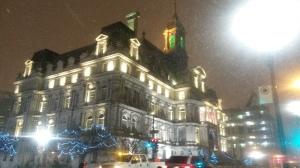 Rathaus im Schnee.